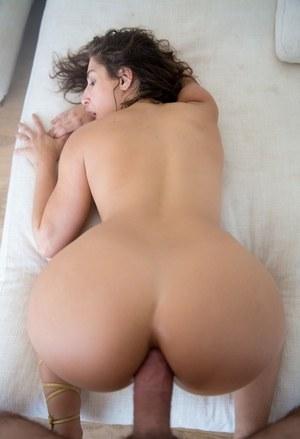 Интересный домашний анальный секс с похотливой учительницей