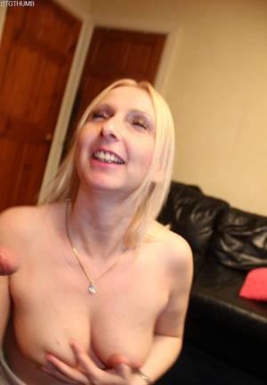 Увлекательный домашний анальный секс с рослой любовницей